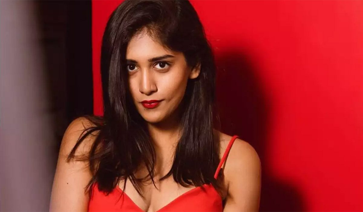 color-photo-on-aha-chandini-chowdary-rests-all-her-hopes-on-this-project