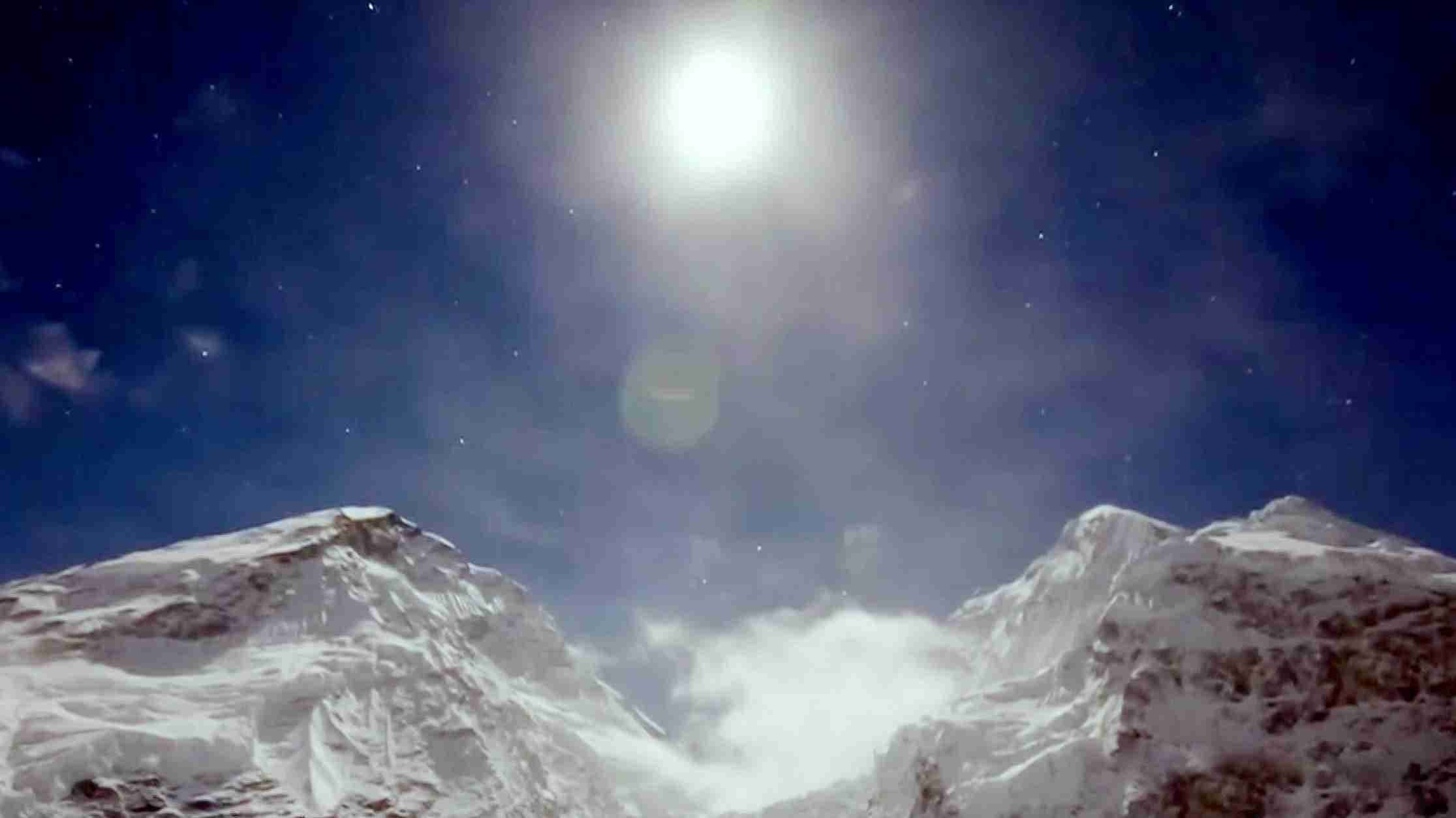 Bear Grylls: Everest after the avalanche Movie Streaming Online